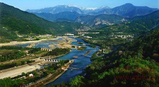 都江堰水利工程1、都江堰都江堰位于成