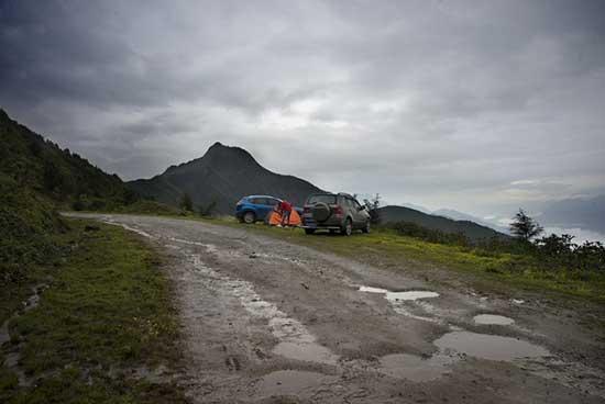 雨后的二郎山,收帐篷越往垭口走,道路越难