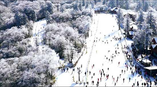 峨眉山滑雪场峨眉山滑雪场与西岭雪山滑雪场